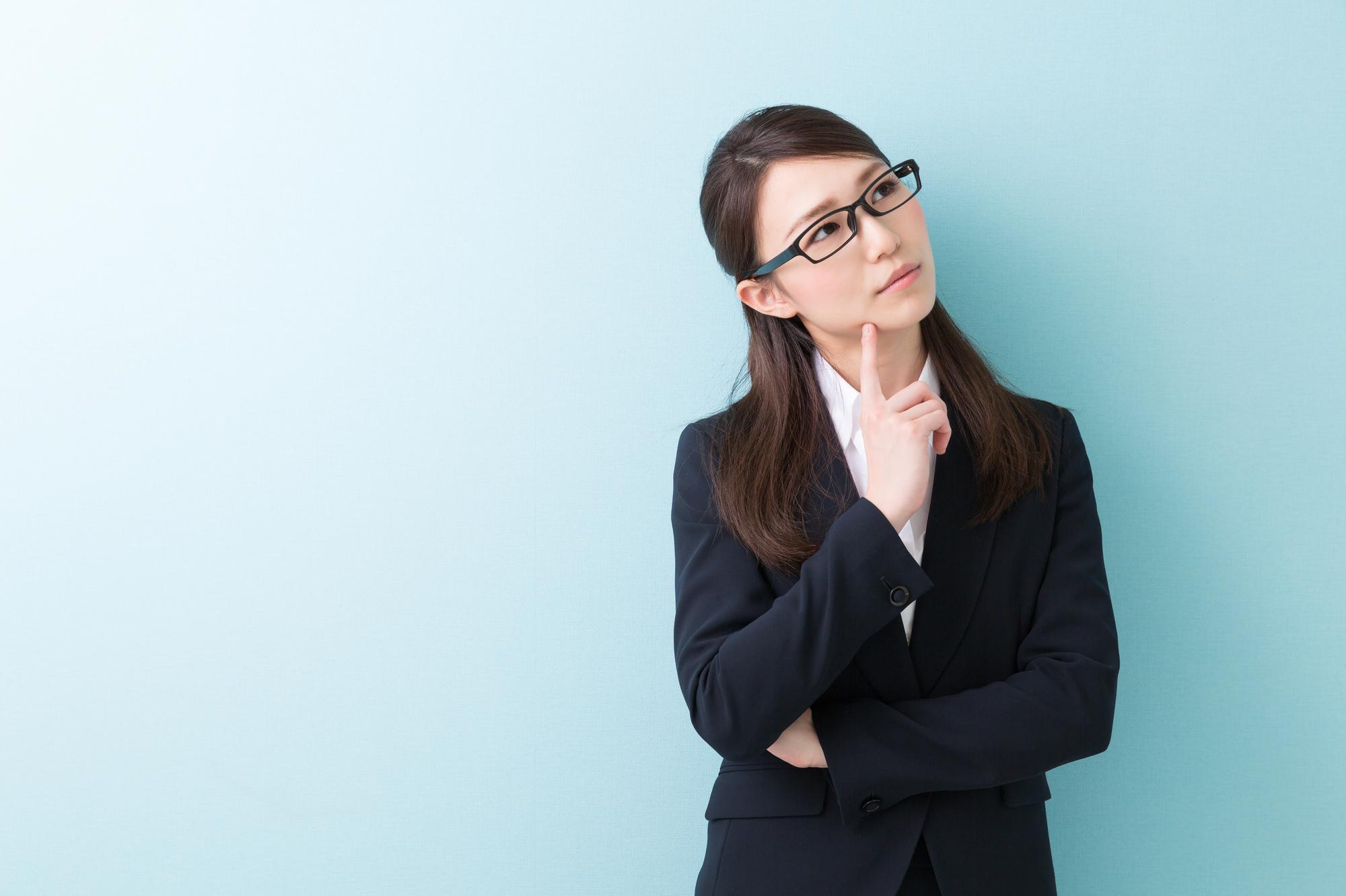 仕事を続けられるか悩む女性