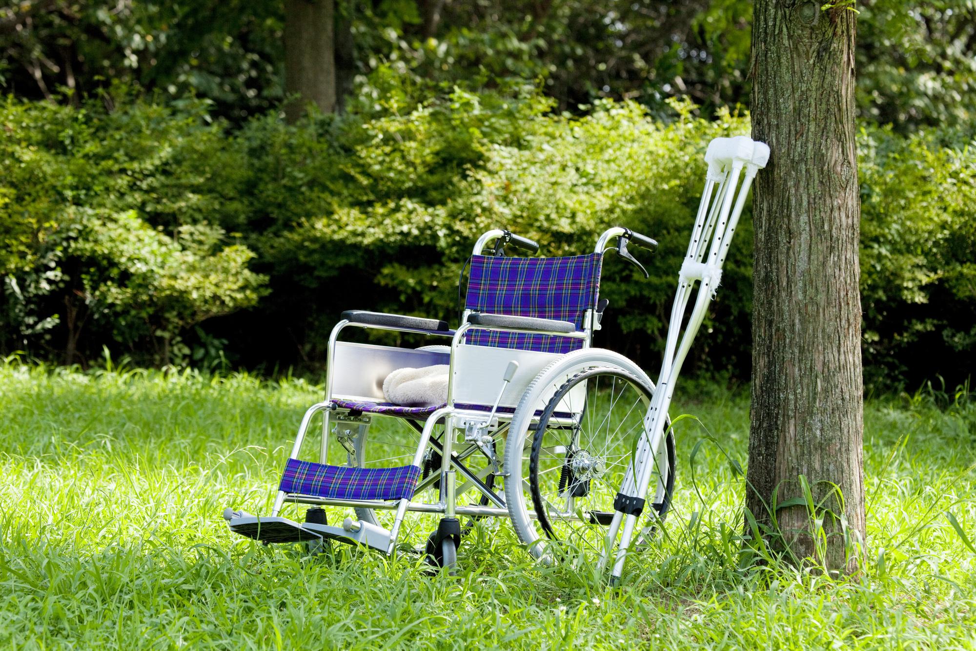車いす 松葉杖 身体障害