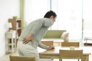 脊柱管狭窄症、ヘルニアの男性