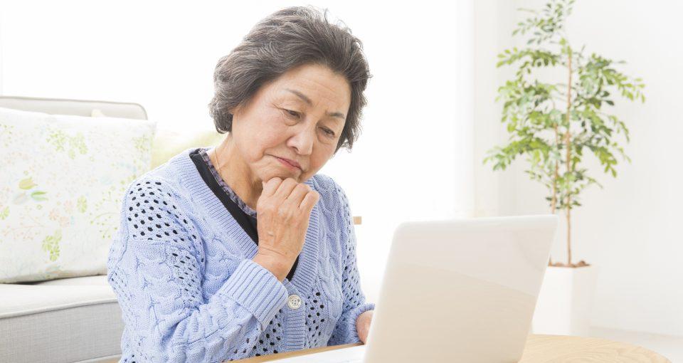 遺族年金と障害年金を悩む女性