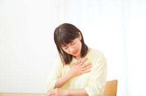 大動脈解離に苦しむ女性