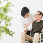 車椅子 男性 笑顔